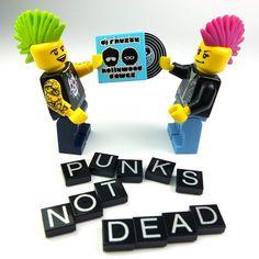 100 custom LEGO minifigs - EN | TheMAG