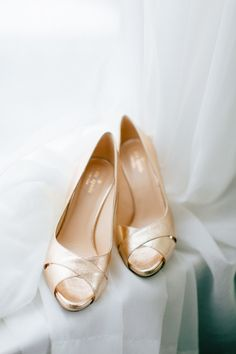 Gold wedding shoes: http://www.stylemepretty.com/missouri-weddings/st-louis/2015/07/28/chic-cocktail-party-wedding-in-st-louis/ | Photography: MNC - http://mnc-photography.com/