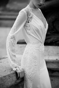 Elegant, timeless and beautiful wedding dress