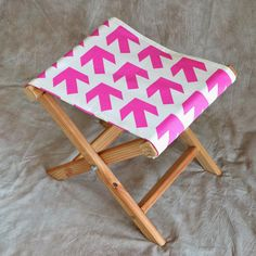 How About Orange: How to make a folding camp stool Diy Wood Projects, Diy Projects To Try, Woodworking Projects, Camping Stool, Diy Camping, Camping Chairs, Diy Stool, Diy Chair, Small Furniture
