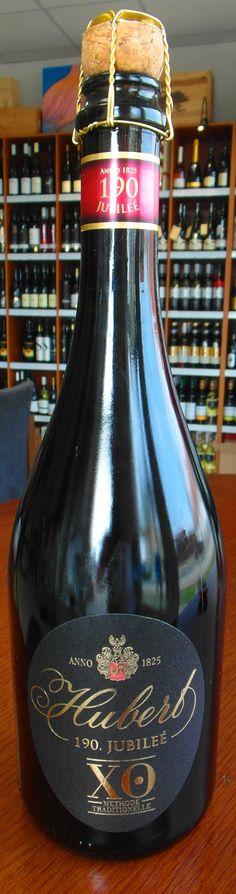 Exkluzívny sekt HUBERT XO pre výnimočné chvíle ...www.obchodsvinom.sk  Hubert XO je vyrobený tradičnou francúzskou metódou kvasením vo fľaši. Exkluzívny sekt z limitovanej kolekcie Hubert XO vzdáva hold bohatej tradícii výroby sektov na Slovensku.  Tento prémiový sekt zrel vo fľašiach minimálne 5 rokov. Pod jeho výnimočnosť sa podpísalo aj Karpatské brandy XO, ktoré dozrievalo v 300-litrových sudoch až 15 rokov a do sektu sa pridáva ako dozážny likér.