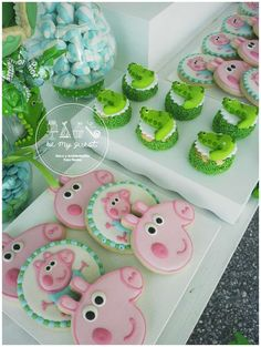 Fun cookies at a George Pig birthday party! See more party ideas at… Pig Birthday Cakes, 1st Birthday Girls, 2nd Birthday Parties, Cumple George Pig, George Pig Party, Cumple Peppa Pig, Pig Cookies, Party Ideas, Floral Baby Shower