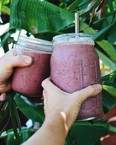BLUEBERRY CHIA SMOOTHIE TIME! Today's smoothie has spotty bananas, frozen mango, 1 cup wild blueberries, 2 collard greenleaves and 2 tbsp soaked chia seeds with water blended smooth!