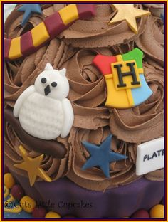 Harry Potter Style Giant Cupcake | Flickr - Photo Sharing! Harry Potter Cake, Harry Potter Style, Harry Potter Birthday, Harry Styles, Large Cupcake, Giant Cupcakes, Cake Designs, Gingerbread Cookies, Cute