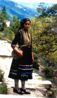 traditional Albanian clothing Folk Costume, Costumes, Folk Clothing, Drawing Clothes, People Around The World, Traditional Dresses, Europe, Drake, Lace Skirt