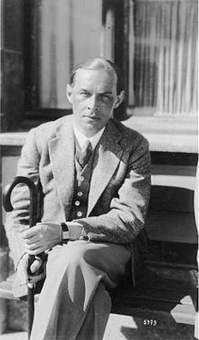"""Erich Maria Remarque (eigentlich Erich Paul Remark; * 22. Juni 1898 in Osnabrück; † 25. September 1970 in Locarno) war ein deutscher Schriftsteller. Seine überwiegend als """"pazifistisch"""" eingestuften Romane, in denen er die Grausamkeit des Krieges thematisiert."""