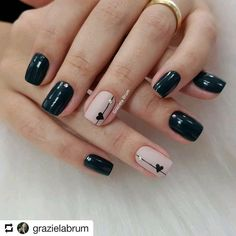 Adding some glitter nail art designs to your repertoire can glam up your style within a few hours. Check our fav Glitter Nail Art Designs and get inspired! Classy Nails, Fancy Nails, Simple Nails, Trendy Nails, Cute Nails, Gelish Nails, Nail Manicure, Nail Polish, Minimalist Nails