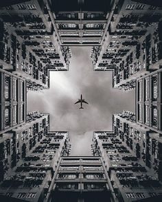 of The Beauty of Symmetry in 12 Photos - 1 The Beauty of Symmetry in 12 Photos,Hong Kong. Image andreknot [IG]The Beauty of Symmetry in 12 Photos,Hong Kong. Framing Photography, Creative Photography, Street Photography, Art Photography, Symmetry Photography, Perspective Photography, Photography Lighting, Photography Lessons, Travel Photography