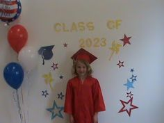 Kindergarten Graduation Ideas Discover Might be cute if we cant get an arch! Just create one on the wall! 5th Grade Graduation, Graduation Crafts, Kindergarten Graduation, Graduation Photos, Kindergarten Classroom, Graduation Ideas, Graduation Gowns, Kindergarten Addition, Day Care