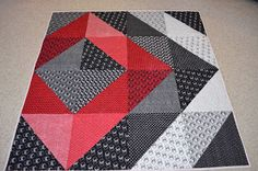 I hope you are not getting too tired of all these wonderful Quilts - I really wanted to show them all off, and get ready to start the out th. Big Block Quilts, Quilt Block Patterns, Modern Quilt Blocks, Half Square Triangle Quilts, Square Quilt, Quilt Baby, Quilting Projects, Quilting Designs, Black And White Quilts