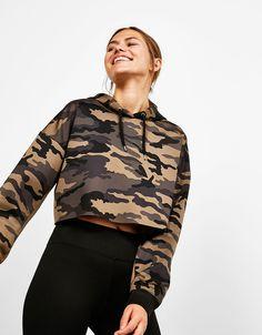 Sweat-shirt sport court à capuche à imprimé camouflage - Khaki Trend - Bershka France