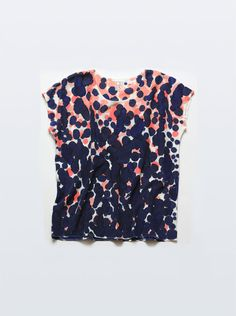 Silk Tee Scatter Dot in Coral & Raven Blue.