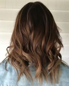 Latest trend for all brunettes is Tiger Eye Aka a perfect blend of warm brown and ribbons of caramel highlights . Appointments 0755710077 @salonnook #tigereyehair #hairtrends #goldcoastbestcolourists #goldcoastbesthairdressers #goldcoastsalon #brunettes