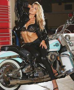 Lady Biker, Biker Girl, Chica Cyborg, Biker Chick Outfit, Hot Girls, Chicks On Bikes, Motorbike Girl, Motorcycle Girls, Harley Davidson Bikes