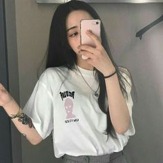 Image about girl in ❝𝖚𝖑𝖟𝖟𝖆𝖓𝖌 𝖌𝖎𝖗𝖑𝖘❞ by angeline Pretty Korean Girls, Cute Korean Girl, Asian Girl, Pretty Girls, Korean Beauty, Asian Beauty, Ulzzang Girl Fashion, Chica Cool, Swag Girls
