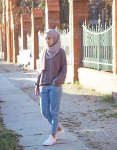 The Ootd Hijab Casual Model that is Hot! Hijab Casual, Ootd Hijab, Hijab Chic, Casual Jeans, Dress Casual, Hijab Fashion Casual, Casual Sweaters, Islamic Fashion, Muslim Fashion