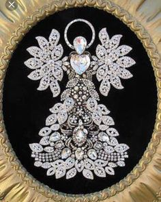 Vintage Jewelry Crafts Angel from former jewelry pieces repurposed - Costume Jewelry Crafts, Vintage Jewelry Crafts, Recycled Jewelry, Vintage Costume Jewelry, Antique Jewelry, Victorian Jewelry, Jewelry Frames, Jewelry Tree, Diy Schmuck