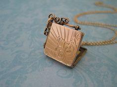 Antique Locket   Edwardian Locket for a wedding!