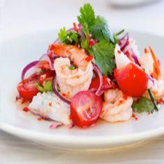 Ensalada de marisco estilo Thai - Driving Tutorial and Ideas Estilo Thai, Seafood Salad, Thai Style, Yams, Cilantro, Caprese Salad, Allrecipes, Potato Salad, I Am Awesome