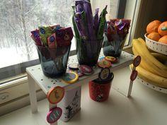 Muumi-teemaiset synttärit. / Moomin themed birthdayparty Moomin, Birthday Parties, Planter Pots, Mugs, Tableware, Anniversary Parties, Dinnerware, Birthday Celebrations, Tumblers
