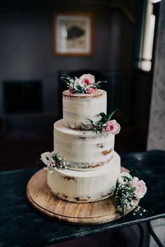 Simple Outdoor Wedding Cake whenever Simple White And Gold Wedding Cake until We… – Beautiful Wedding Cake Designs 7 Tier Wedding Cakes, Wedding Cake Boxes, Wedding Cake Photos, Floral Wedding Cakes, Wedding Cake Rustic, Fall Wedding Cakes, Wedding Cakes With Cupcakes, Rustic Wedding Centerpieces, Beautiful Wedding Cakes