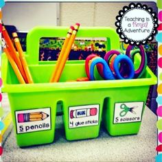 15 Organizational Tips for the classroom Year 2 Classroom, Ks1 Classroom, Kindergarten Classroom Setup, Classroom Supplies, Classroom Decor, Kindergarten Tables, Primary Classroom Displays, Kindergarten Classroom Organization, Classroom Design
