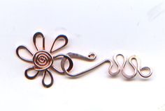 Flower finding: simple wire wrap clasp idea   #Wire #Jewelry #Tutorials