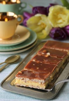 Det beste fra to verdene Candy Recipes, Dessert Recipes, Sweet Dumplings, Norwegian Food, Norwegian Recipes, Pudding Desserts, Let Them Eat Cake, I Love Food, Tapas