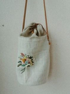 Embroidery Bags, Hand Embroidery Designs, Bag Pattern Free, Cute Bags, Handmade Bags, Small Bags, Purses And Bags, Kawaii, Sewing