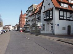 Der Königswall nahe der Einmündung Brüderstraße (rechts)