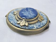 Vintage Ladies Mirror Compact