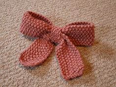 Free knitting pattern for a bow -Take a bow pattern by Alyssa Heath - and more gift wrap knitting patterns Christmas Knitting Patterns, Baby Knitting Patterns, Free Knitting, Beginner Knitting, Crochet Bows, Cute Crochet, Knitting Projects, Crochet Projects, Knitting Ideas