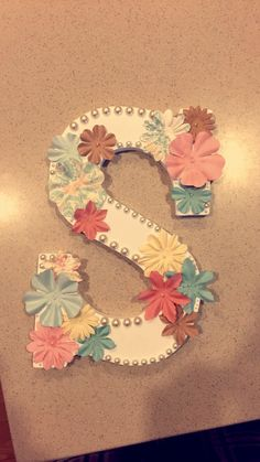 DIY Wooden Letter S, with Floral details and pearls. I stuck to spring colors for this one :) Great for birthday presents, Big/Little Gifts and room decoration! K Crafts, Letter A Crafts, Upcycled Crafts, Letter Art, Gamma Phi, Delta Zeta, Sigma Kappa, Painting Wooden Letters, Painted Letters