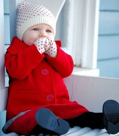 Although dressing your newborn baby for cold months can seem just like a overwhelming activity, a water-resistant snowsuit along with attached both feet. Fashion Kids, Baby Girl Fashion, Babies Fashion, Baby In Snow, Baby Winter, Winter Wear, Cute Kids, Cute Babies, Baby Kids