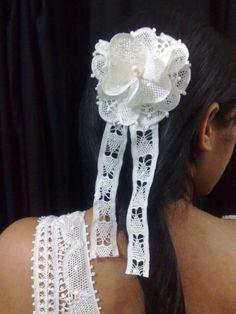Arranjo para noiva em renda renascença com perola R$50,00