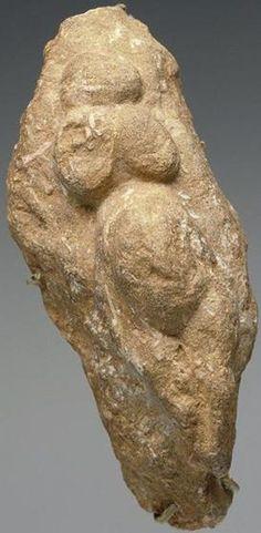 Venus del Paleolítico; Francia, 20000 A.C. Leer más: http://el-libertario.webnode.es/nuestros-antiguos-instructores/