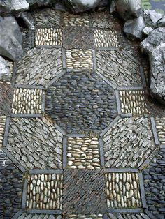 Pebble stone mosaic pavement. Love it and have to do it myself soon!