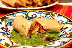 Tamales de pollo con verduras If you have leftover cooked turkey or chicken, making chicken/turkey vegetables tamales is a good idea. I grew up with the mentality that nothing could go to waste, and for me, this is an excellent use of leftovers Mexican Chicken Recipes, Mexican Dinner Recipes, Mexican Dishes, Mexican Desserts, Mexican Cooking, Mexican Potluck, Pozole, Traditional Food, Tamale Recipe