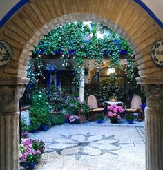 The patios of Cordoba. Andalusian courtyards decorated with flowers and much more. Read how I ended up in Cordoba during the Festival dos Patios and the story behind this tradition on my new blog post.