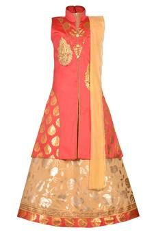 Shop stylish Gold Kids Girls at exciting discounted range from our wide collections of designer Gold Kids Girls with fast shipping worldwide and easy return process Kids Saree, Kids Lehenga Choli, Gold Lehenga, Green Lace, Blue Lace, Plain Lehenga, Lehenga Online, Lehenga Style, Gold Girl