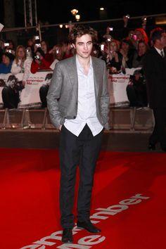 Robert Pattinson Photos Photos: Robert Pattinson at the Premiere of 'Remember Me' Red Velvet Suit, Red Suit, Black Suits, Robert Pattinson, Matt Reeves, Big Tub, King Robert, Emilie De Ravin, Dc Comics Characters