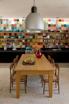 (Foto: Fernando Louza) Casa Vogue Brasil cozinha com azulejos hidraulicos na parede