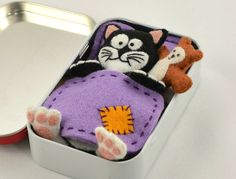 ♥ Handmade Felt Gifts ♥ by CreaturesInStitches Miniature Toy Cat Plush Playset - Black and White Felt with Teddy Bear, Mattress, Blanket and Pillow in an Altoid Tin ( Mint ) Matchbox Crafts, Matchbox Art, Mini Amigurumi, Felt Gifts, Tin Gifts, Mint Tins, Altered Tins, Operation Christmas Child, Felt Cat