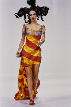 John Galliano Spring 1993 Ready-to-Wear Collection Photos - Vogue Paris  Fashion 64e5045005