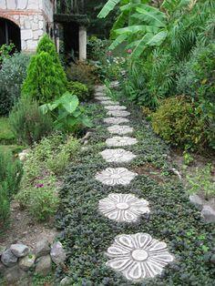 garten verschönern gartenweg gartensteine pflanzen