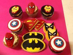 Cupcakes fondant personalizados superheroes www.ameliabakery.com