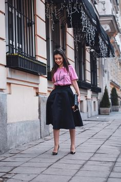 Today I'm in love with Barbie's pink t-shirt by ,combined with a black skirt, that adds an interesting effect along with the classic black heels with which every woman feels sexy . and where without a clutch? Dior Clutch, Every Woman, Black Heels, Midi Skirt, Feels, Barbie, Classic, Sexy, Skirts