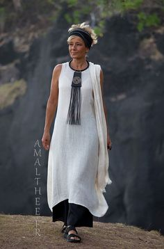 Long oatmeal linen gauze tunic Lili layered on our wild legs black linen baba pants. -:- AMALTHEE -:- n° 3504