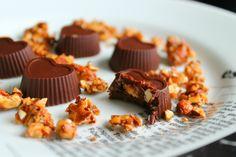 Dark chocolate filled with almondcrunch.