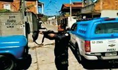 Notícias de São Pedro da Aldeia: AÇÕES POLICIAIS - Policiais precisam destruir barr...